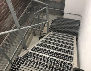 metalowe-schody-krata